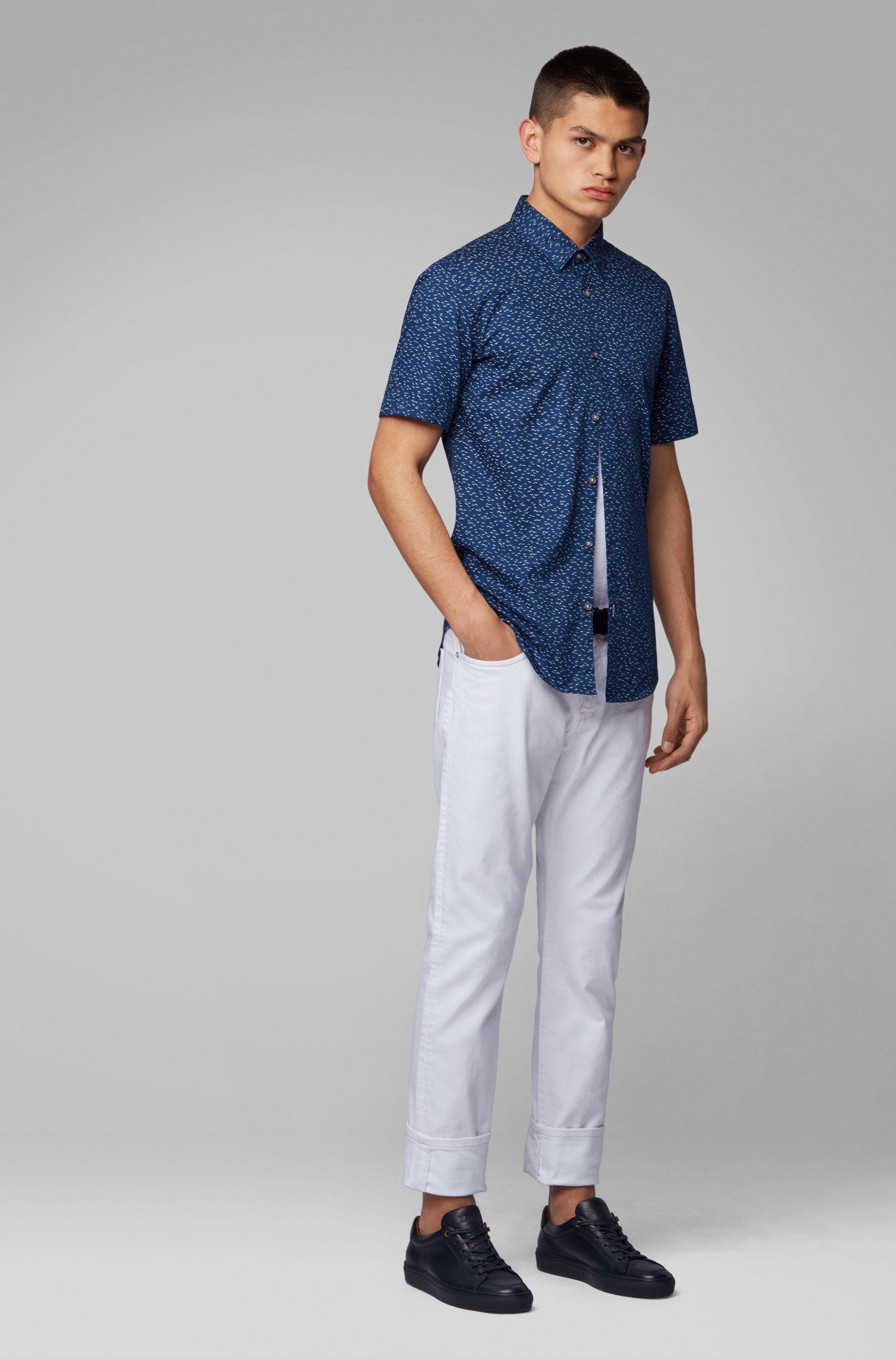 Camisa de manga corta slim fit con exclusivo estampado de pájaros, Azul oscuro