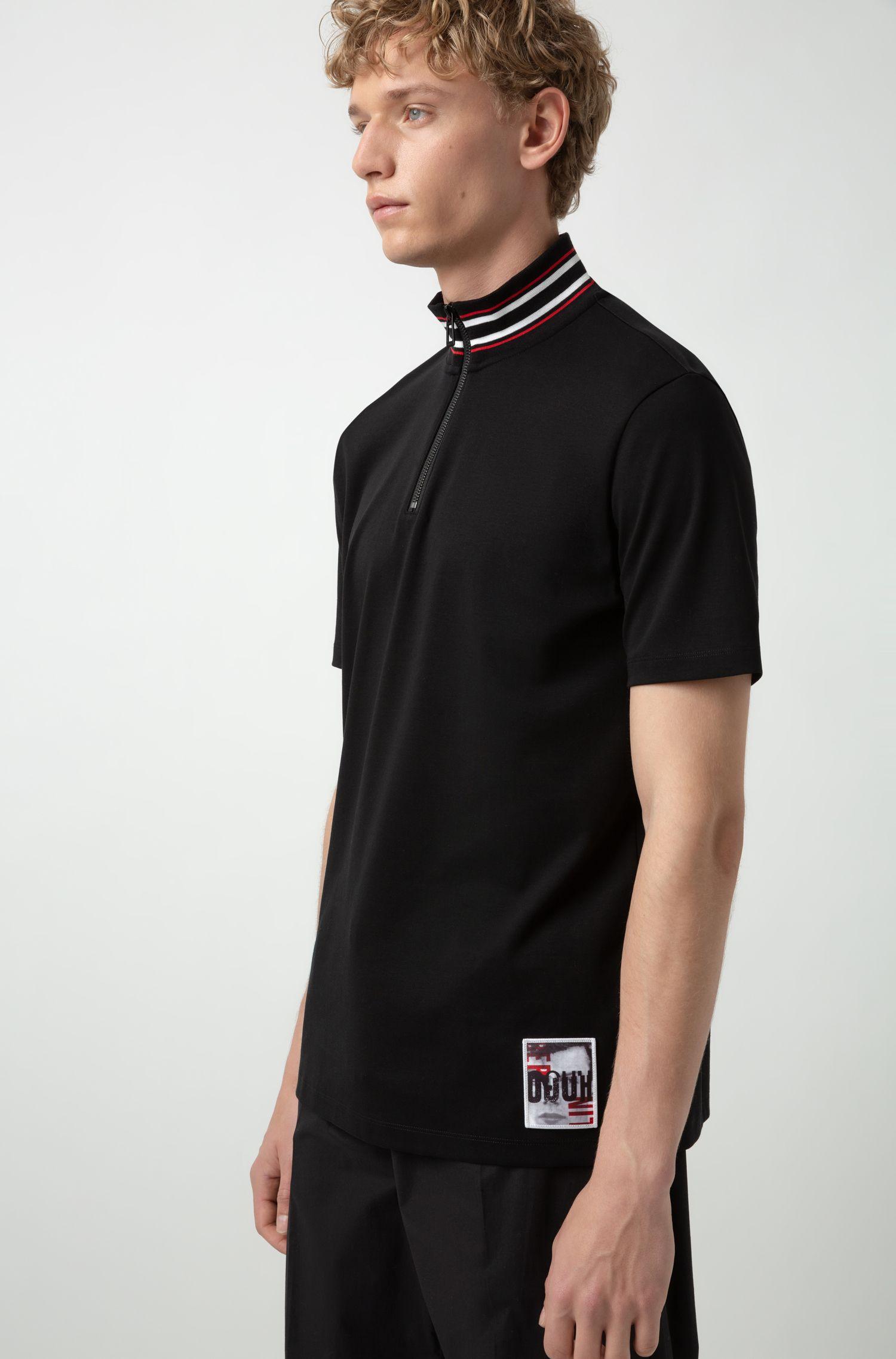 Poloshirt mit Stehkragen und grafischer Berlin-Applikation, Schwarz