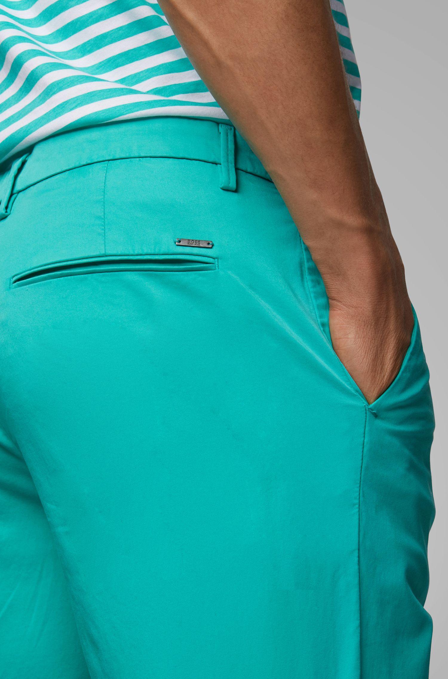 Slim-Fit Shorts aus Stretch-Baumwolle mit Satin-Finish, Hellgrün