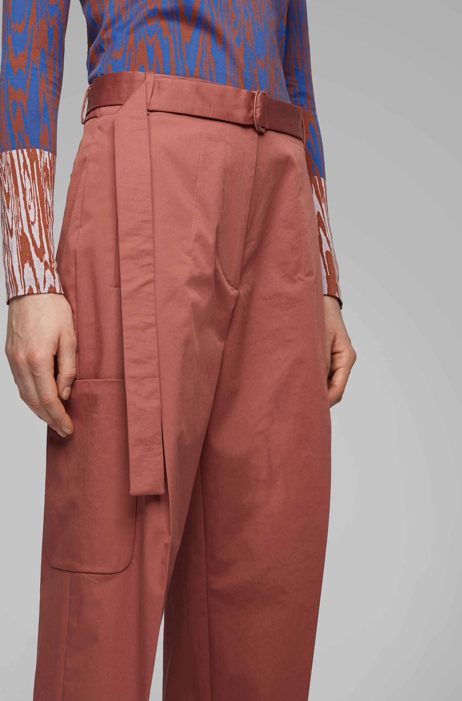 Pantaloni relaxed fit in cotone elasticizzato portoghese, Marrone