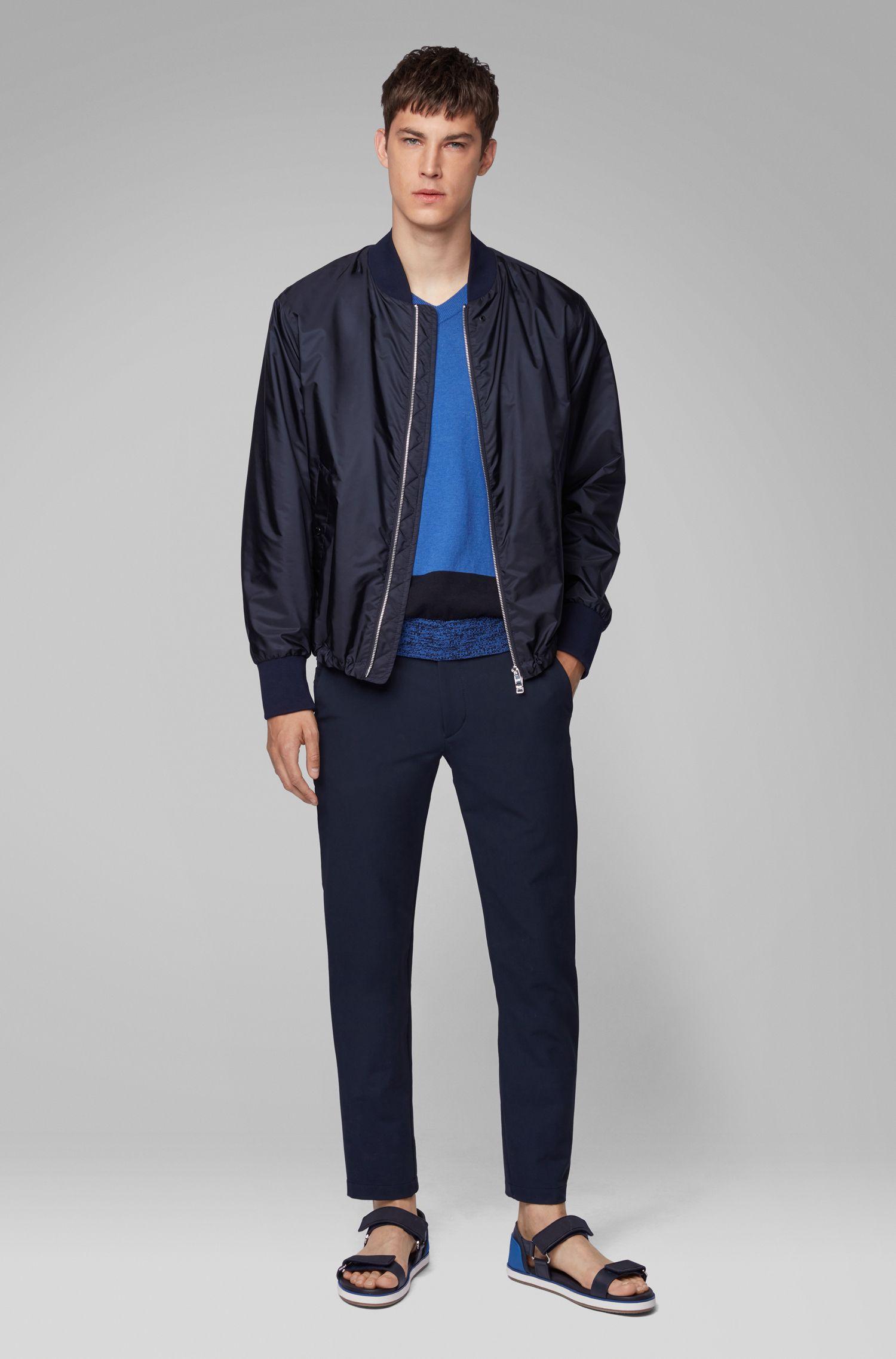 Jersey en algodón Pima italiano con cuello en pico y bloques de color en el dobladillo, Azul
