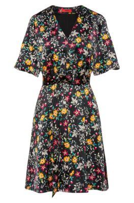 Geblümtes Kleid mit V-Ausschnitt und Bindegürtel, Gemustert