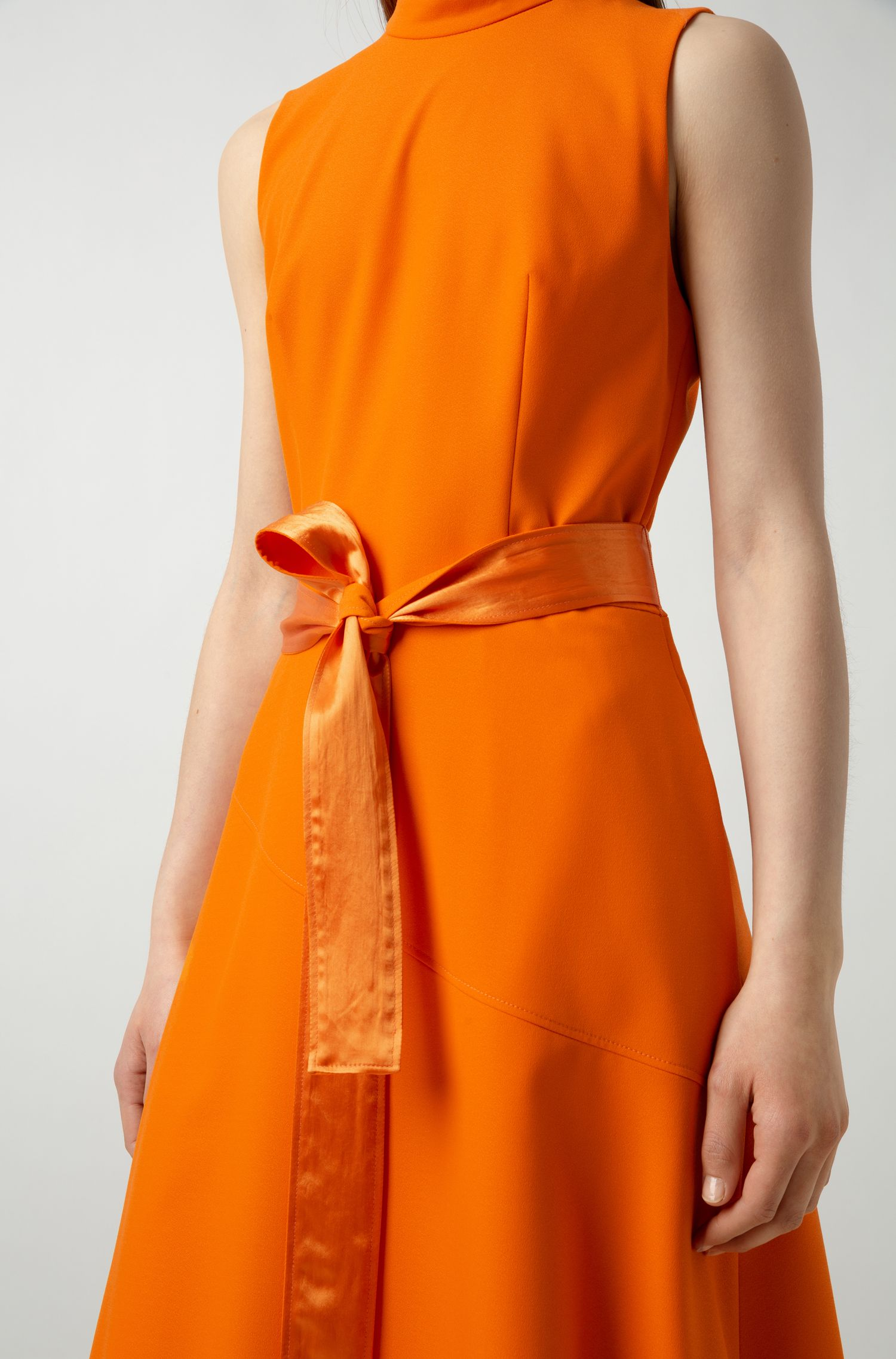 Ärmelloses Midikleid aus Krepp mit doppellagigem Rock, Orange