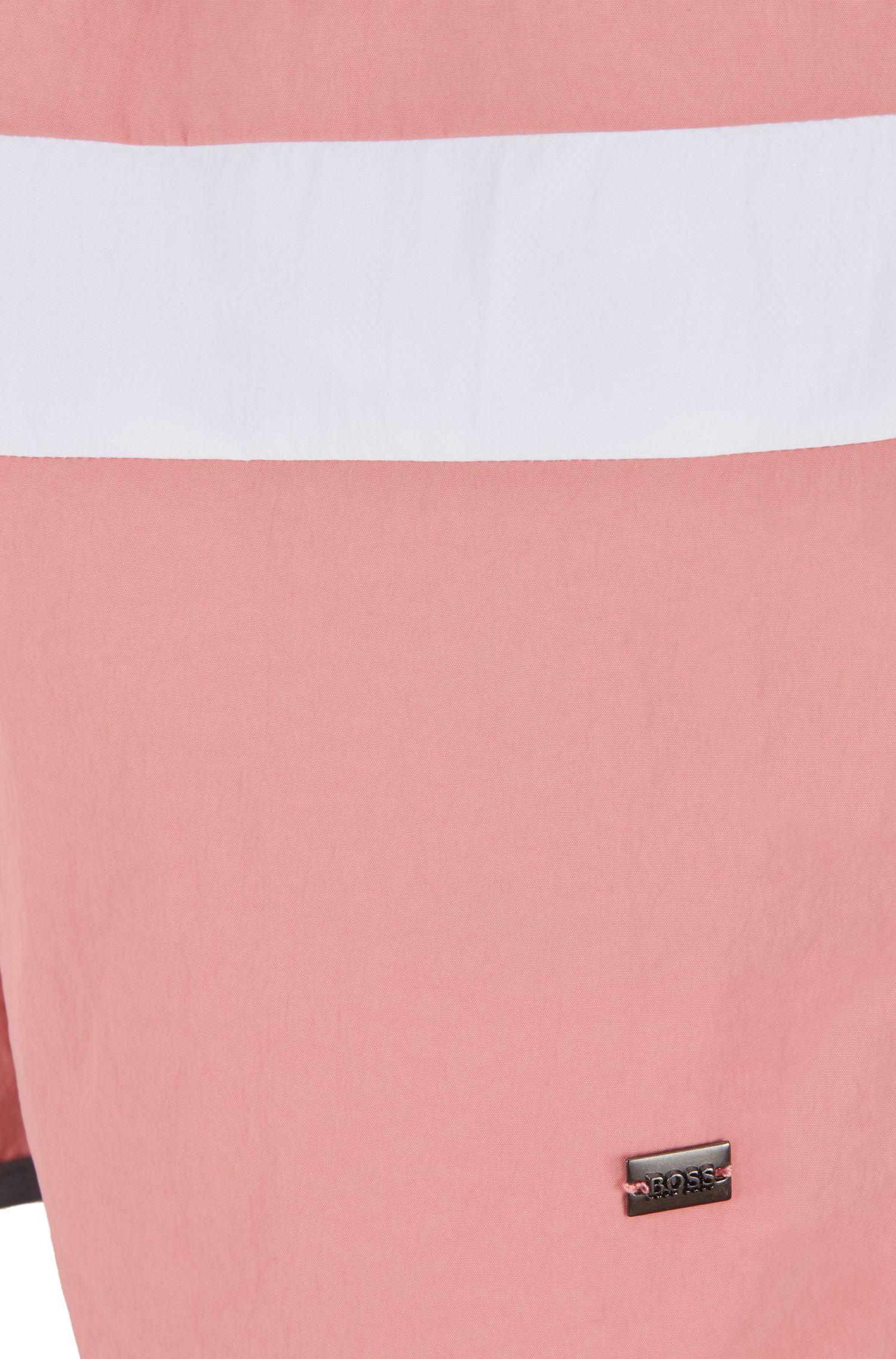 Bañador tipo shorts de aire vintage con detalle de raya, Gris claro