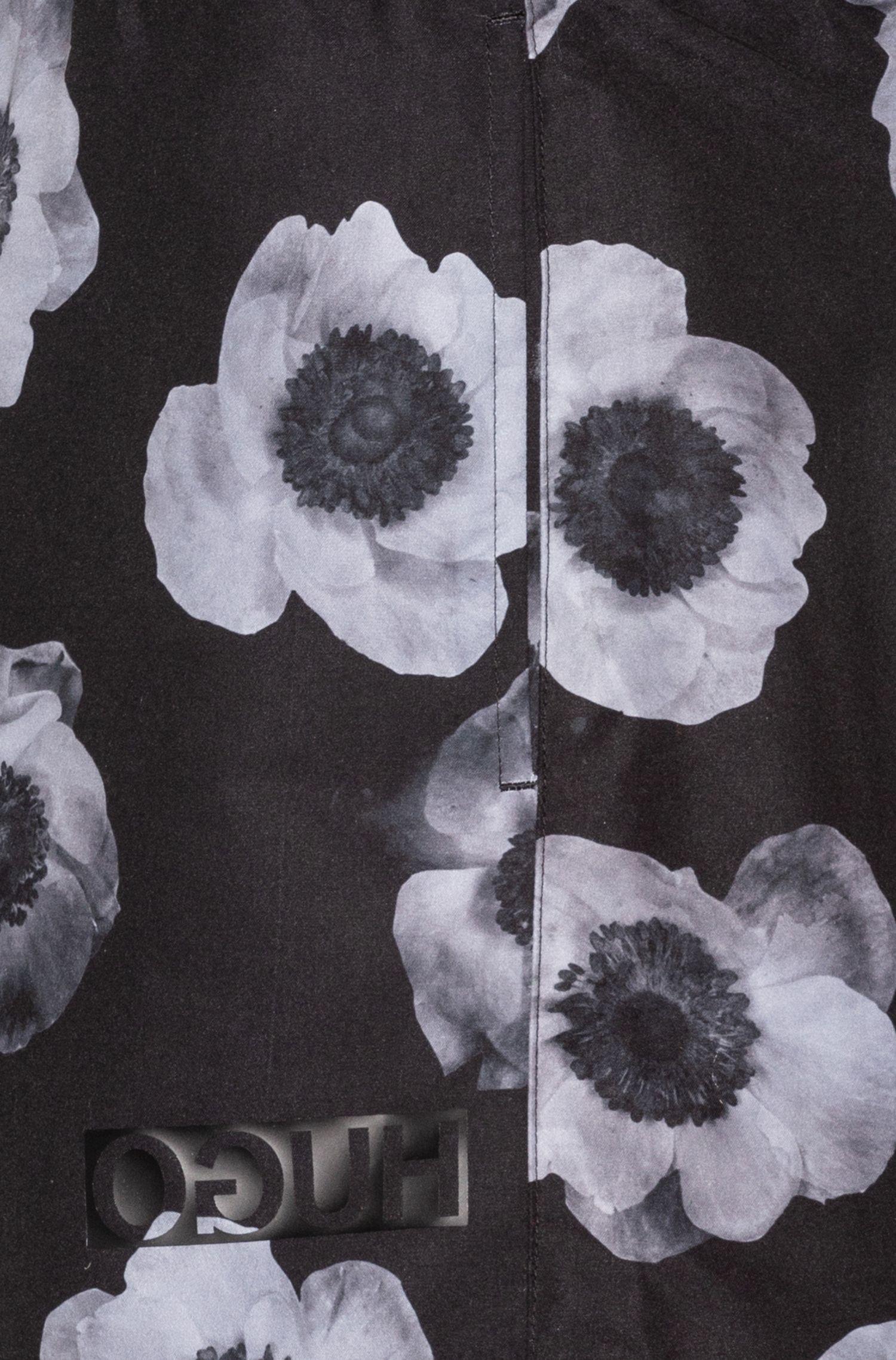 Schnelltrocknende Badeshorts mit Blumenprint, Hellgrau