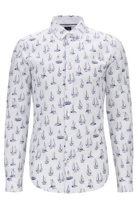 Camicia slim fit in misto lino con motivo con barca all-over, Blu scuro