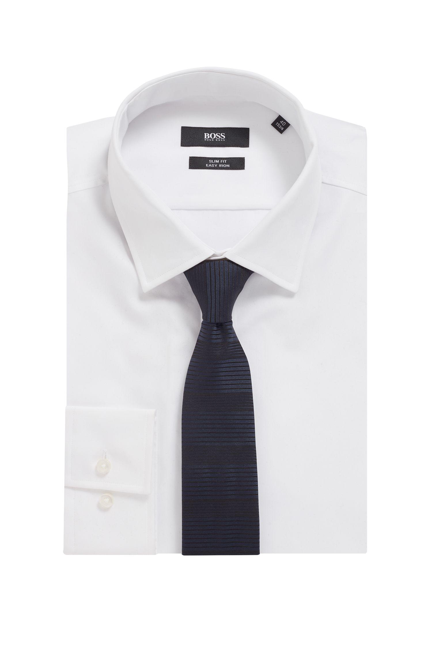 Handgefertigte Krawatte aus Seide mit unterschiedlich breiten Querstreifen, Dunkelblau