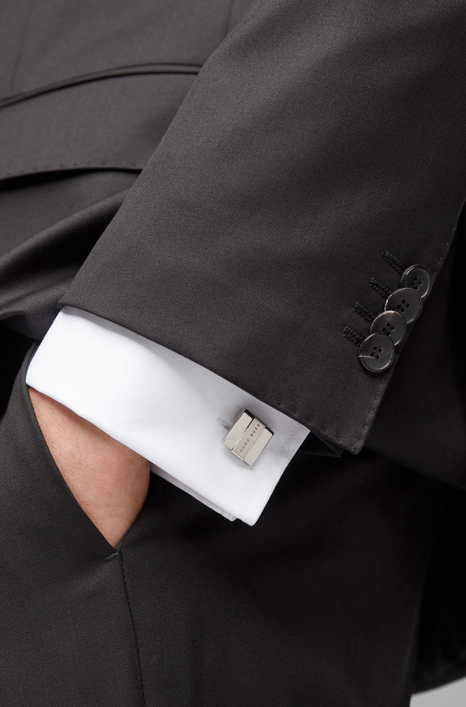 Gemelli quadrati lucidati a mano con targhetta con logo in metallo spazzolato, Argento