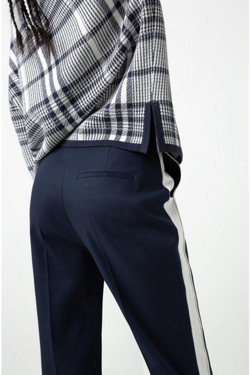 Hugo Boss - Pantalones de talle alto en tejido de gabardina elástico con raya en contraste - 5