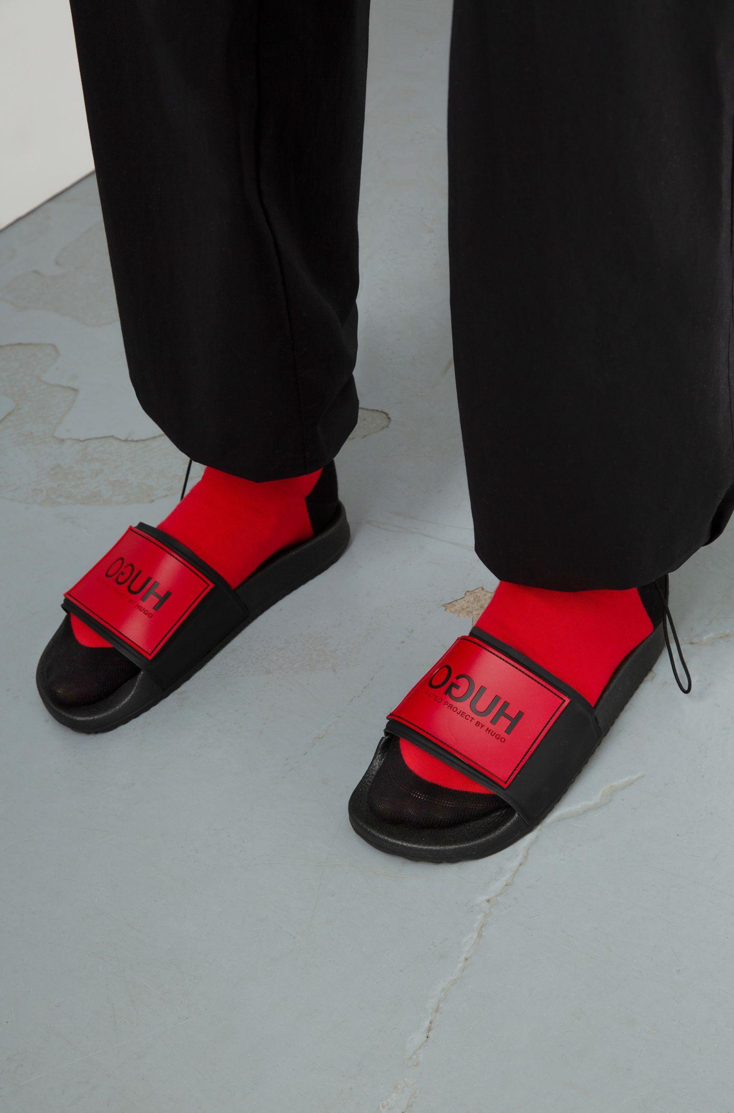 In Italien gefertigte Unisex-Slides mit spiegelverkehrtem Logo, Schwarz