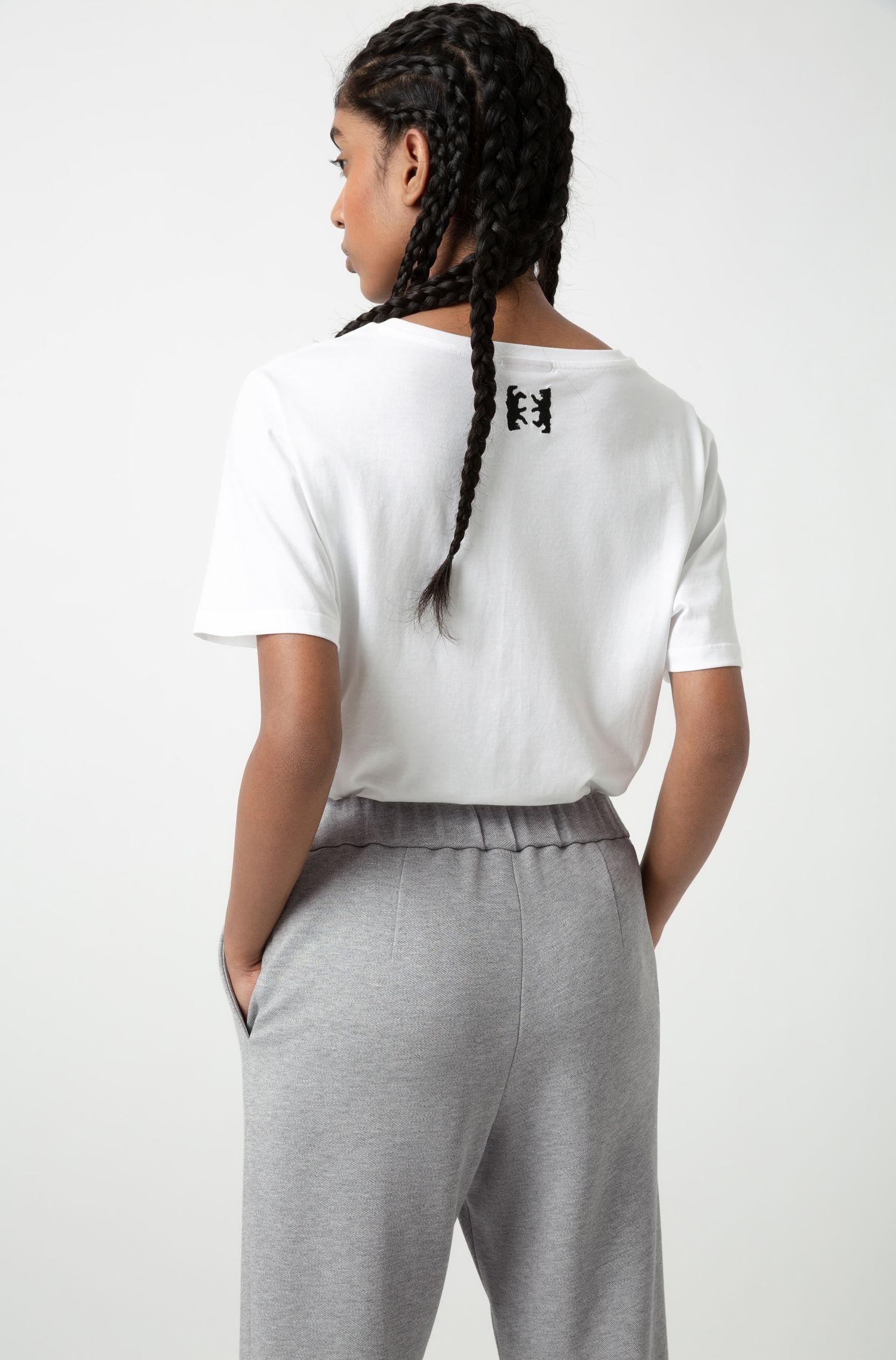 Camiseta relaxed fit con eslogan estampado y bordado de oso, Blanco