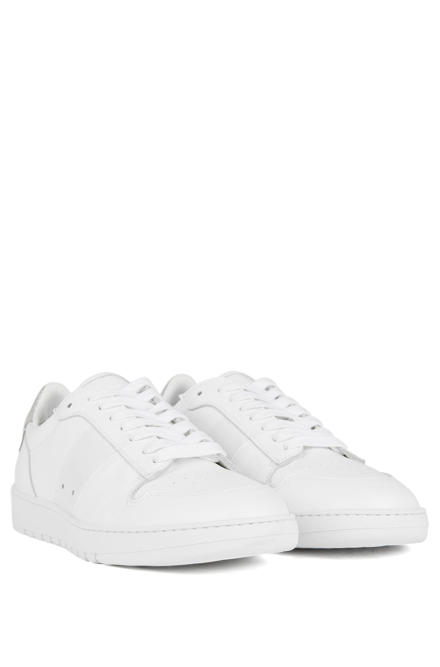 Sneakers low-top in pelle di vitello con dettagli traforati, Bianco