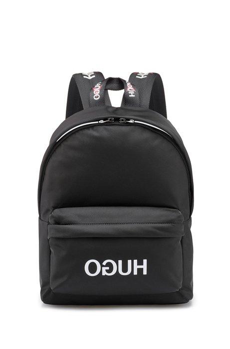 Rugzak in een gabardine van technisch materiaal met gespiegeld logo, Zwart