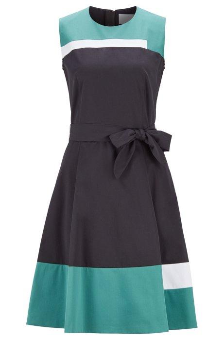 Mouwloze jurk van satijnzachte katoen met strikceintuur, Blauw