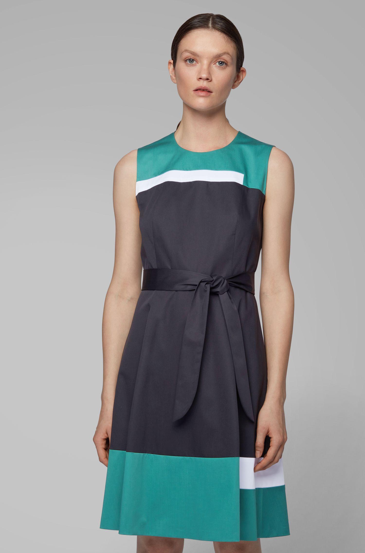 Ärmelloses Kleid aus Baumwolle mit Satin-Finish und Bindegürtel, Blau