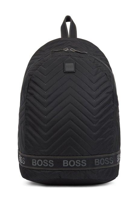 Rucksack aus weichem Nylon mit Thermo-Absteppungen und Logo-Tape, Schwarz