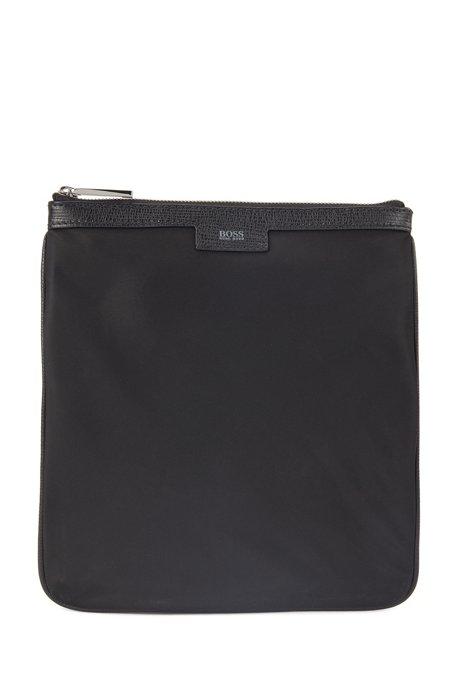 Sac enveloppe avec finitions en cuir et garnitures en métal poli, Noir
