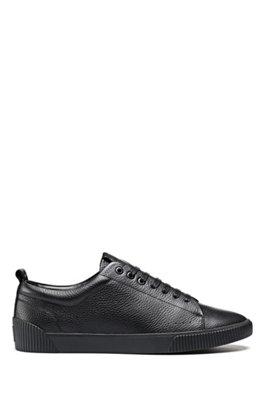Sneakers aus genarbtem Leder im Tennis-Stil mit Logo-Tape aus Jacquard, Schwarz