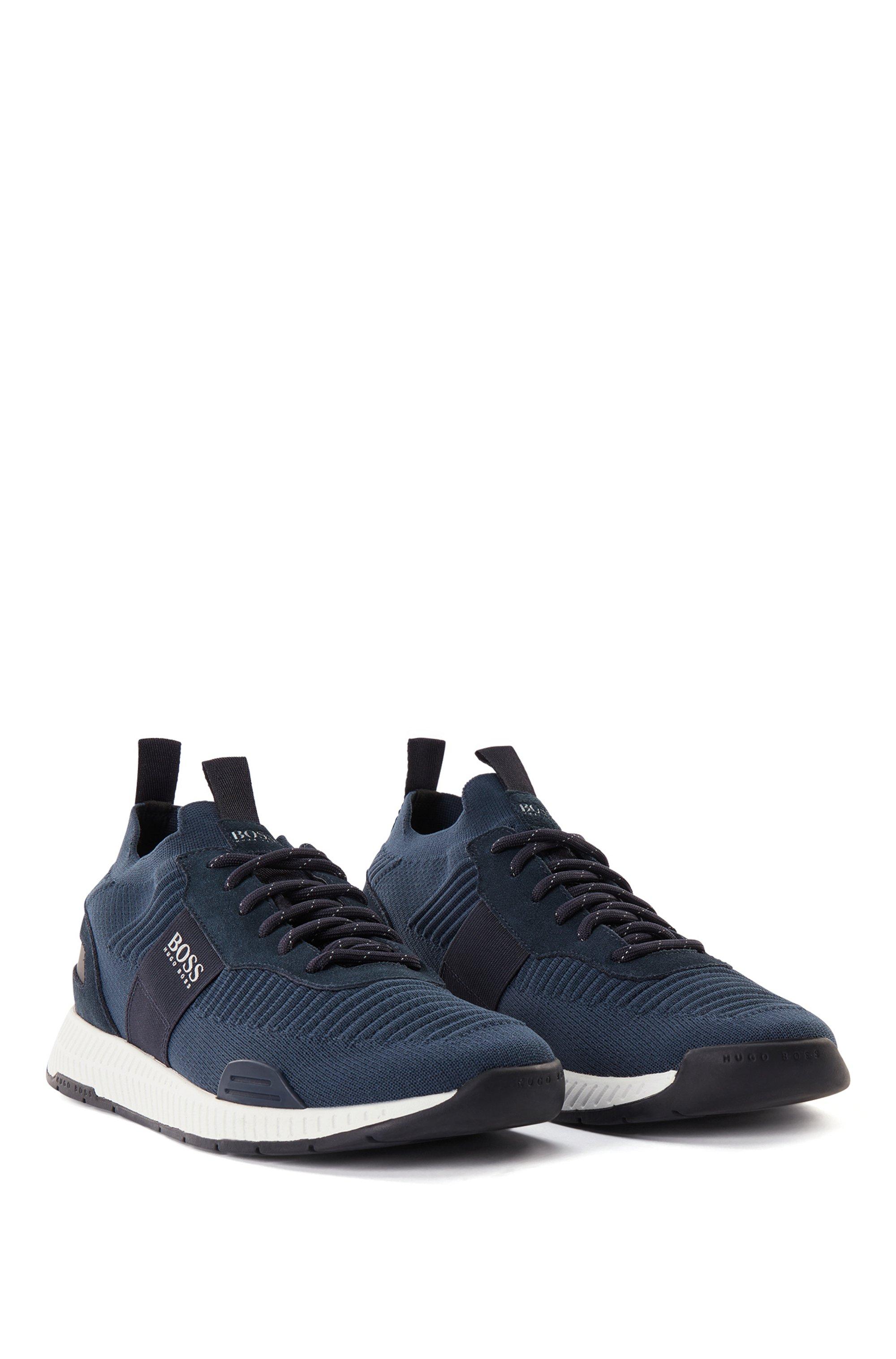 Hybrid-Sneakers im Laufschuh-Stil mit Stricksocken