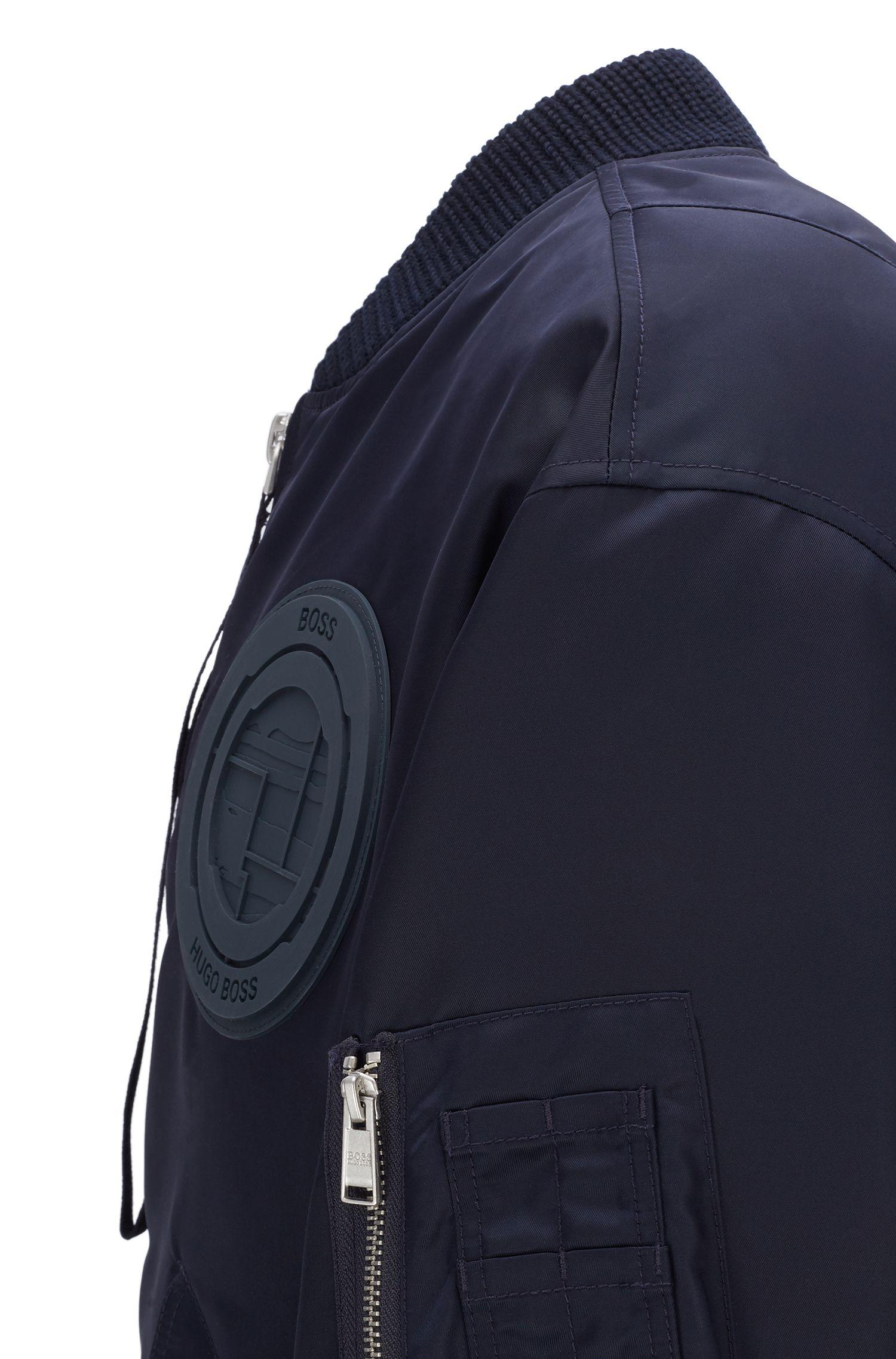 Bomber de défilé en twill avec emblème de la collection, Bleu foncé