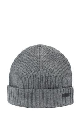 Mütze aus gerippter Wolle mit metallenem Logo-Aufnäher, Grau