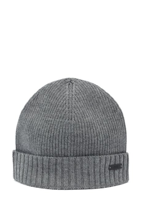 Ribbed beanie hat in wool with metal logo badge, Grey