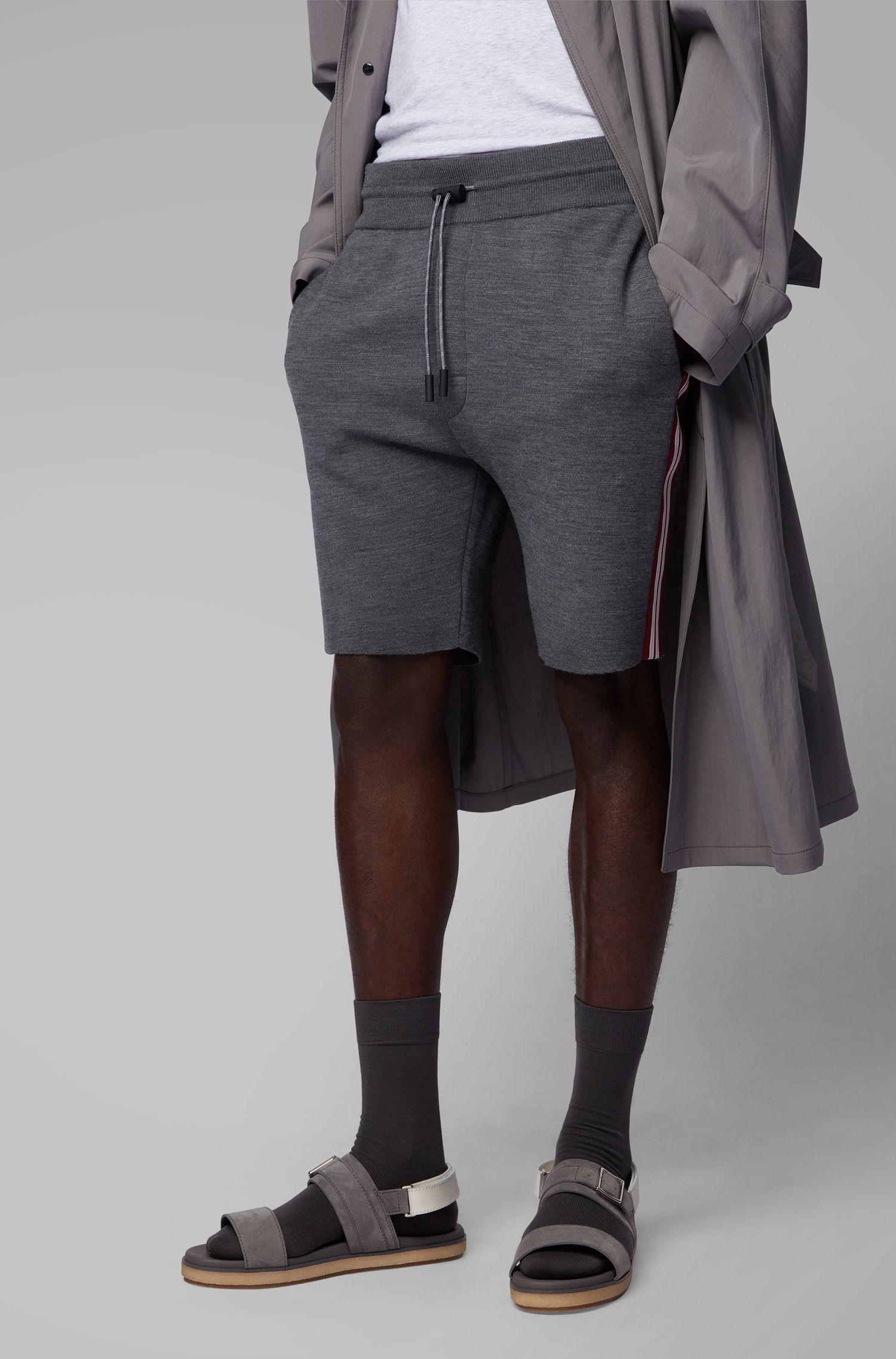 Fashion Show Slim-Fit Strickshorts mit Seitenstreifen, Dunkelgrau