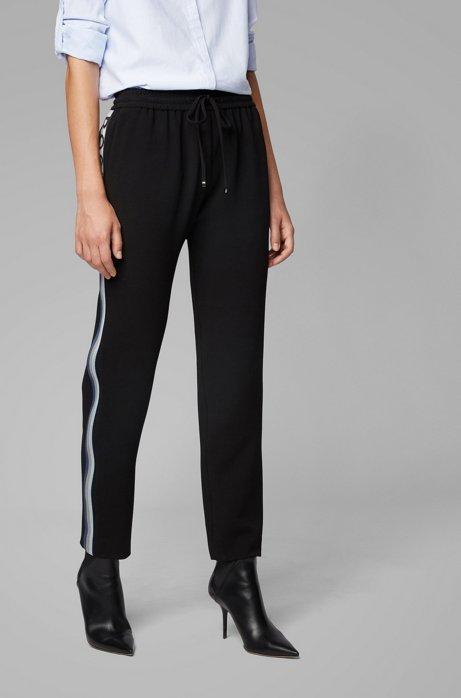Pantalones de chándal tobilleros regular fit de crepé arrugado, Negro