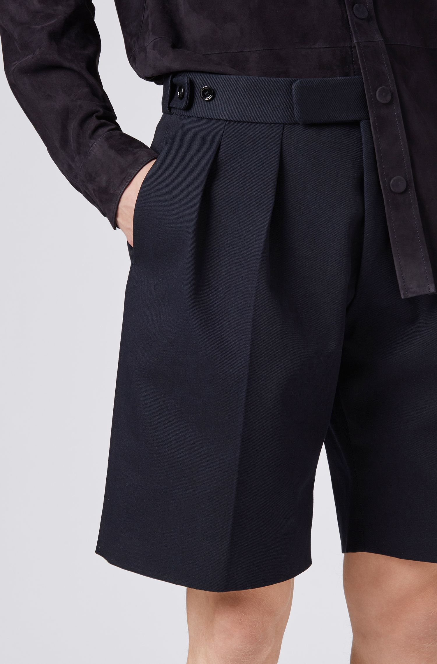 Fashion Show relaxed-fit short trousers with front pleats, Dark Blue