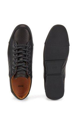 Lowtop Sneakers aus genarbtem Leder mit Perforierungen, Schwarz