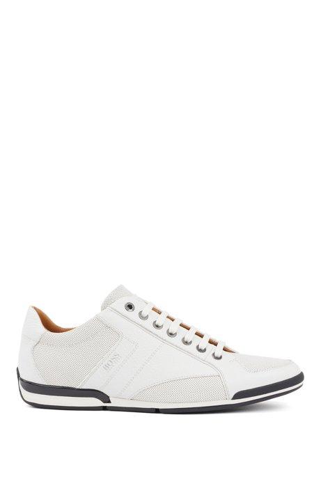 Lowtop Sneakers aus genarbtem Leder mit Perforierungen, Weiß