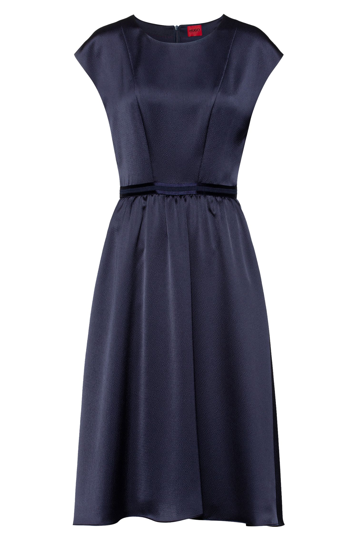 Vestito dalla linea svasata in crêpe martellato con fascia in vita a contrasto, Blu