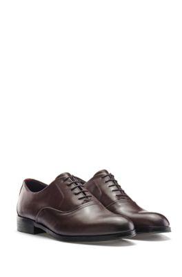 Zapatos Oxford en piel pulida con detalle metálico