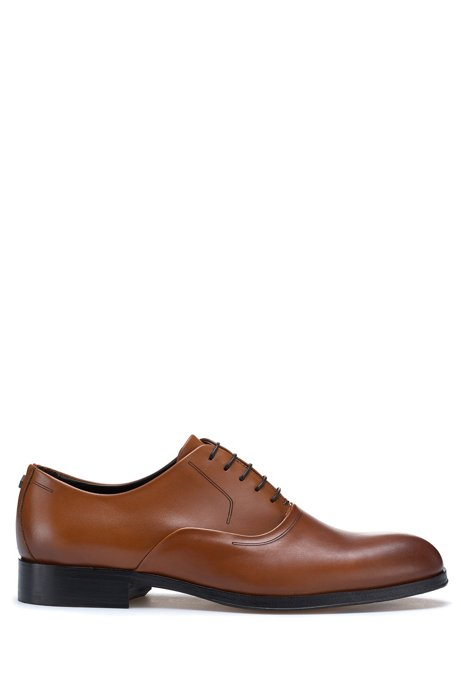 Oxford shoes in burnished leather with hardware detail, Brown