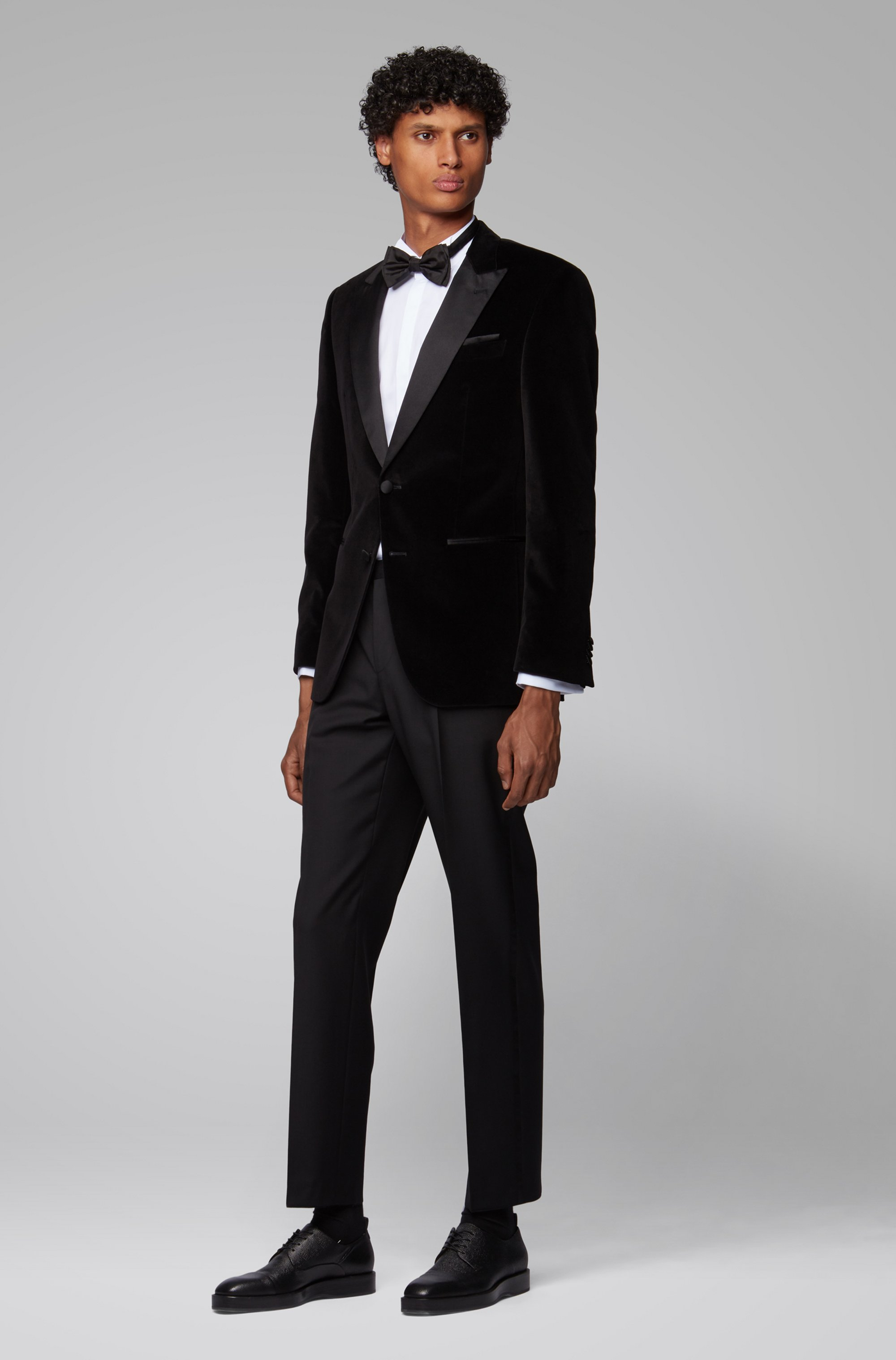 Slim-Fit Smoking-Hemd aus bügelleichtem Baumwoll-Twill