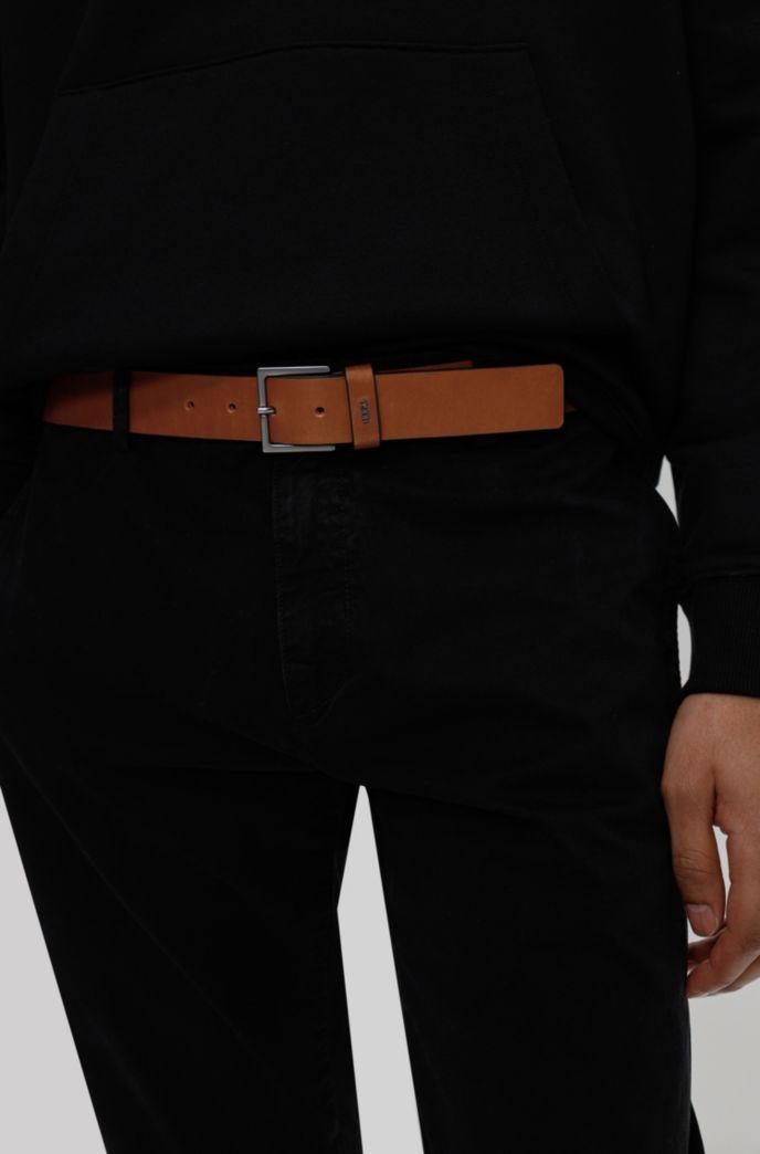 Ledergürtel mit Metall-Schließe und metallenem Logo-Schriftzug