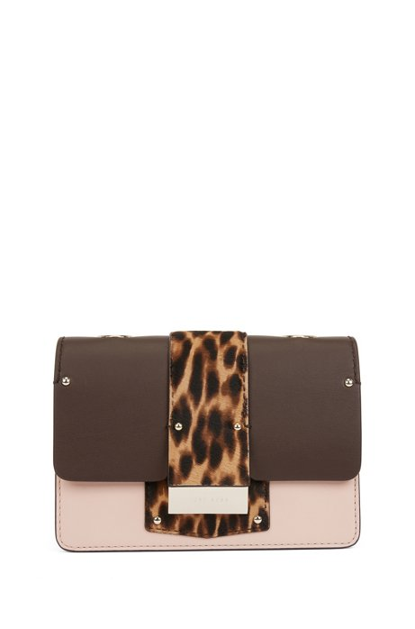 Bolso cruzado de piel con solapa estampada de leopardo, Marrón oscuro