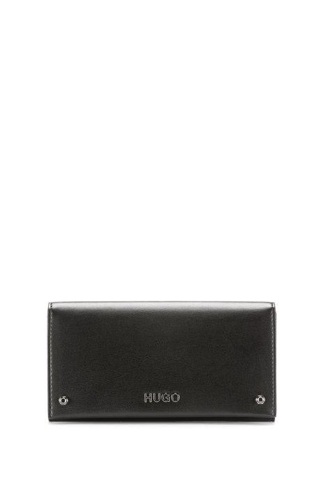 Gürteltasche aus Kunstleder mit polierten Metalldetails, Schwarz