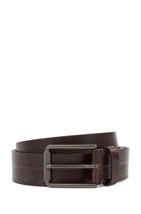 Cinturón fabricado en Italia de piel con estructura y hebilla grabada, Marrón oscuro