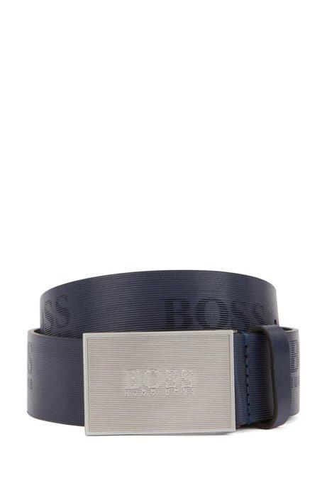 Cinturón con hebilla de placa en piel con textura y detalles de logo, Azul oscuro
