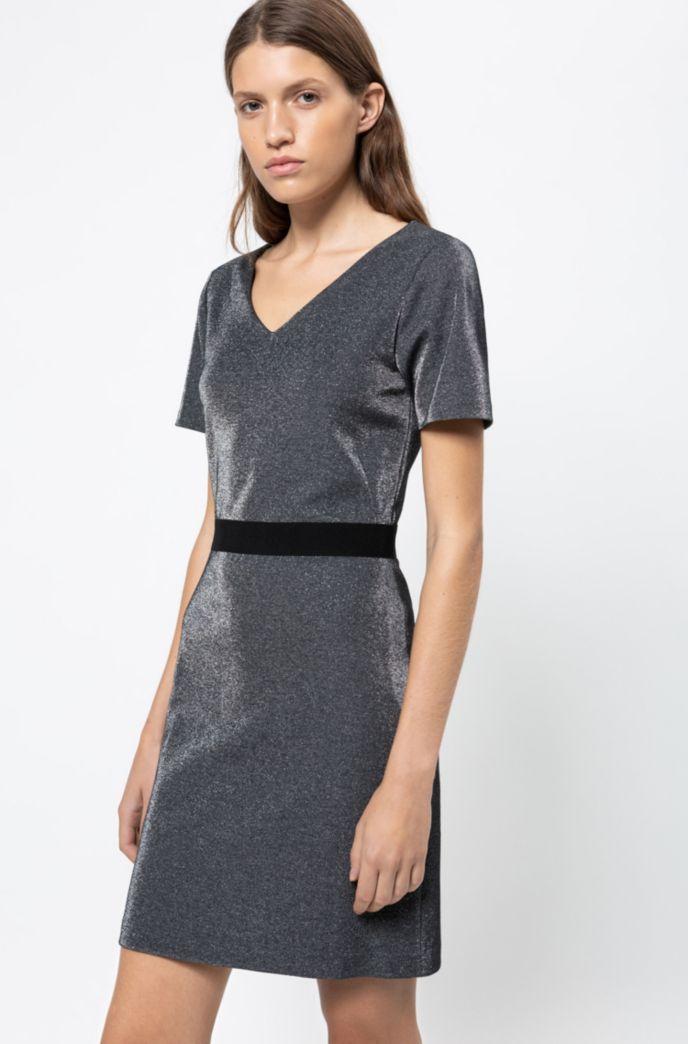 Vestido con escote en pico tejido en punto brillante con cremallera en la costura