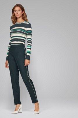 Maglia slim fit in jersey a righe nei colori della collezione, A disegni