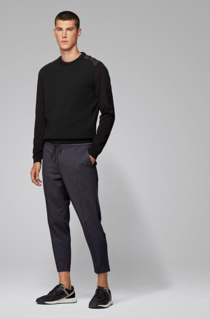 Pantalones tapered fit en punto estampado con largo tobillero