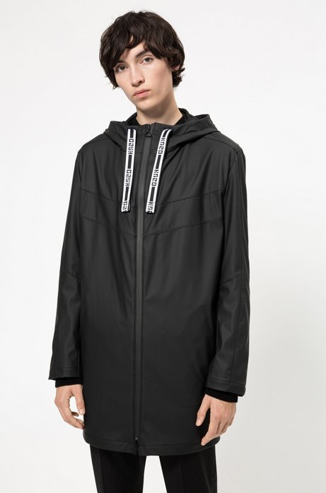 Chubasquero repelente al agua con capucha y cordones con logo, Negro
