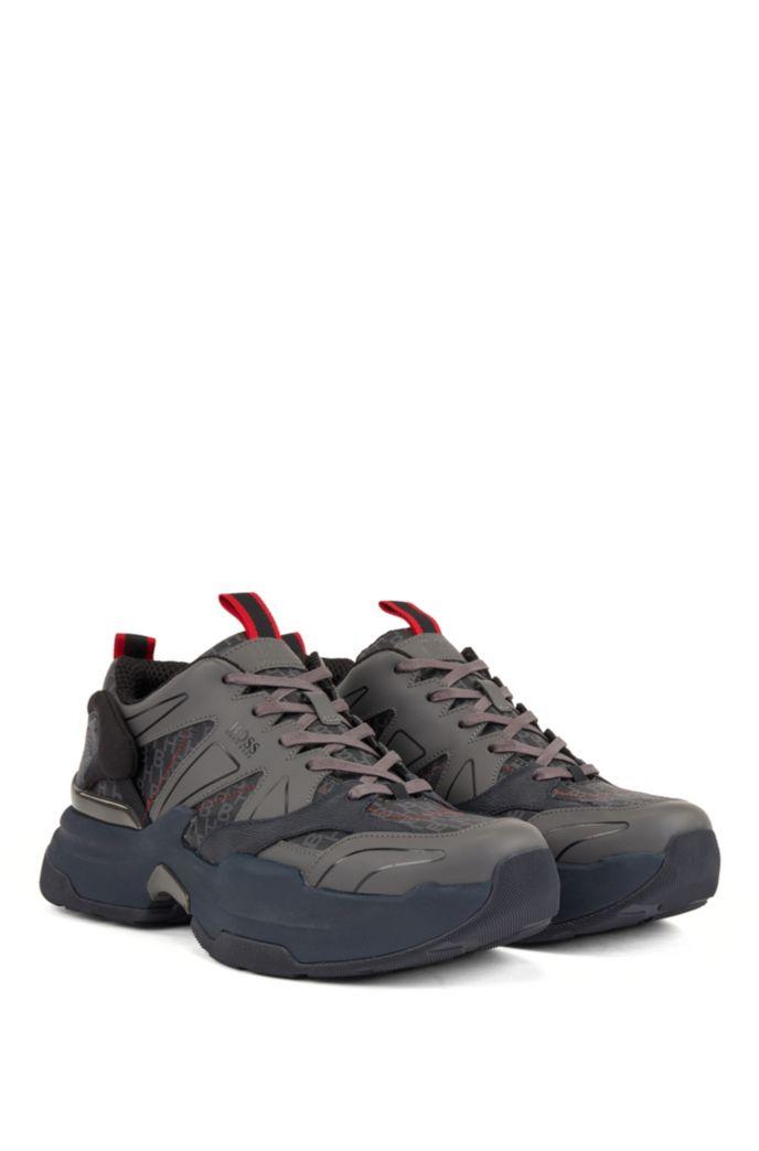 Sneakers mit Monogramm-Bahnen und dicken Sohlen
