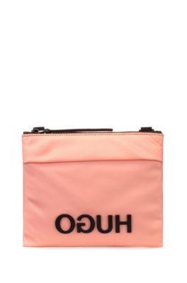 Bolso de estilo sobre de tejido de gabardina de nylon con logo en contraste, Pink