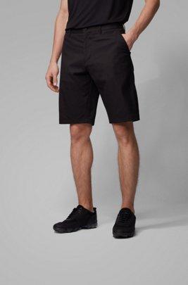 Regular-Fit Shorts aus feuchtigkeitsableitendem Twill, Schwarz