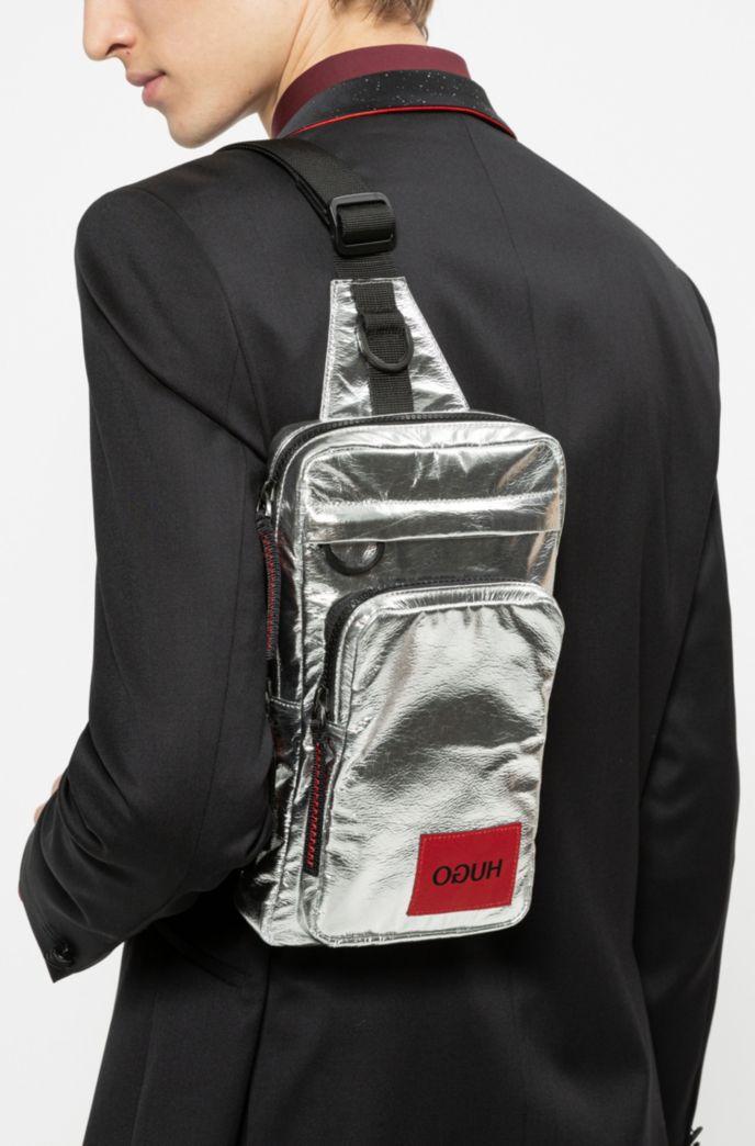 Laminierter Rucksack mit spiegelverkehrtem Logo