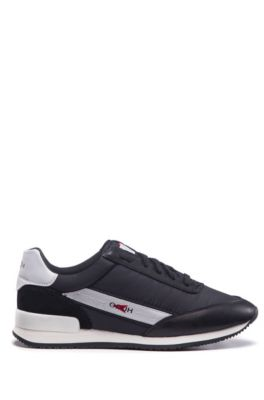 Baskets style chaussures de course en mélange de matières avec logo inversé, Noir