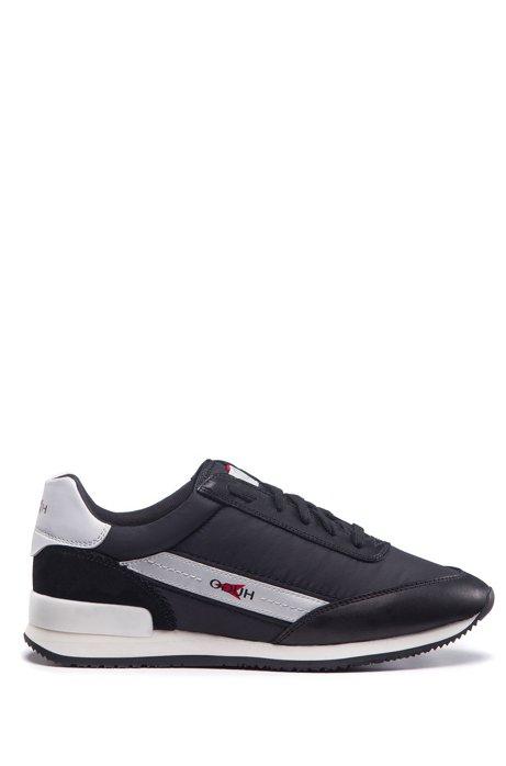 Sneakers stile runner in materiali misti con logo reversed, Nero